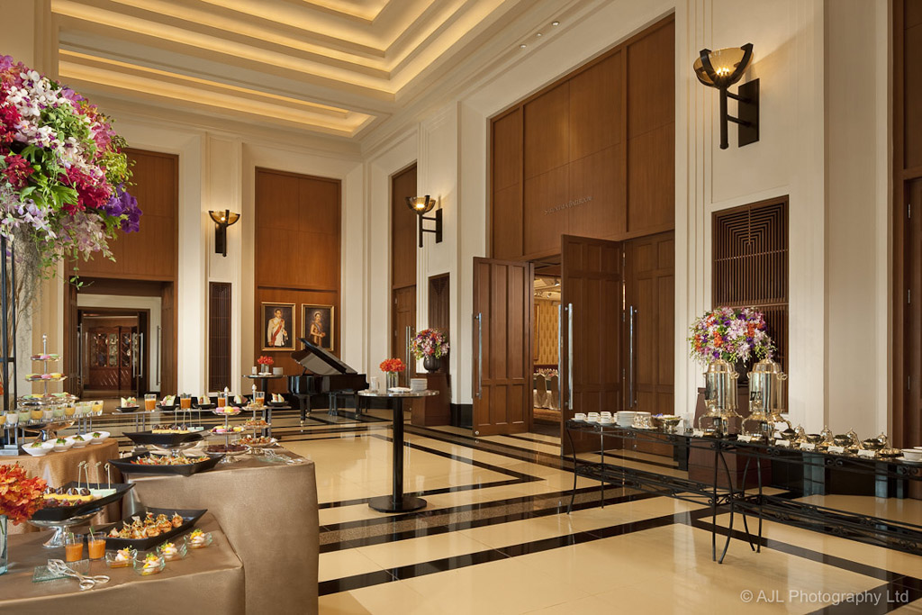 The peninsula bangkok the peninsula bangkok the for Foyer accommodation