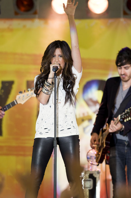Ashley Tisdale performance.