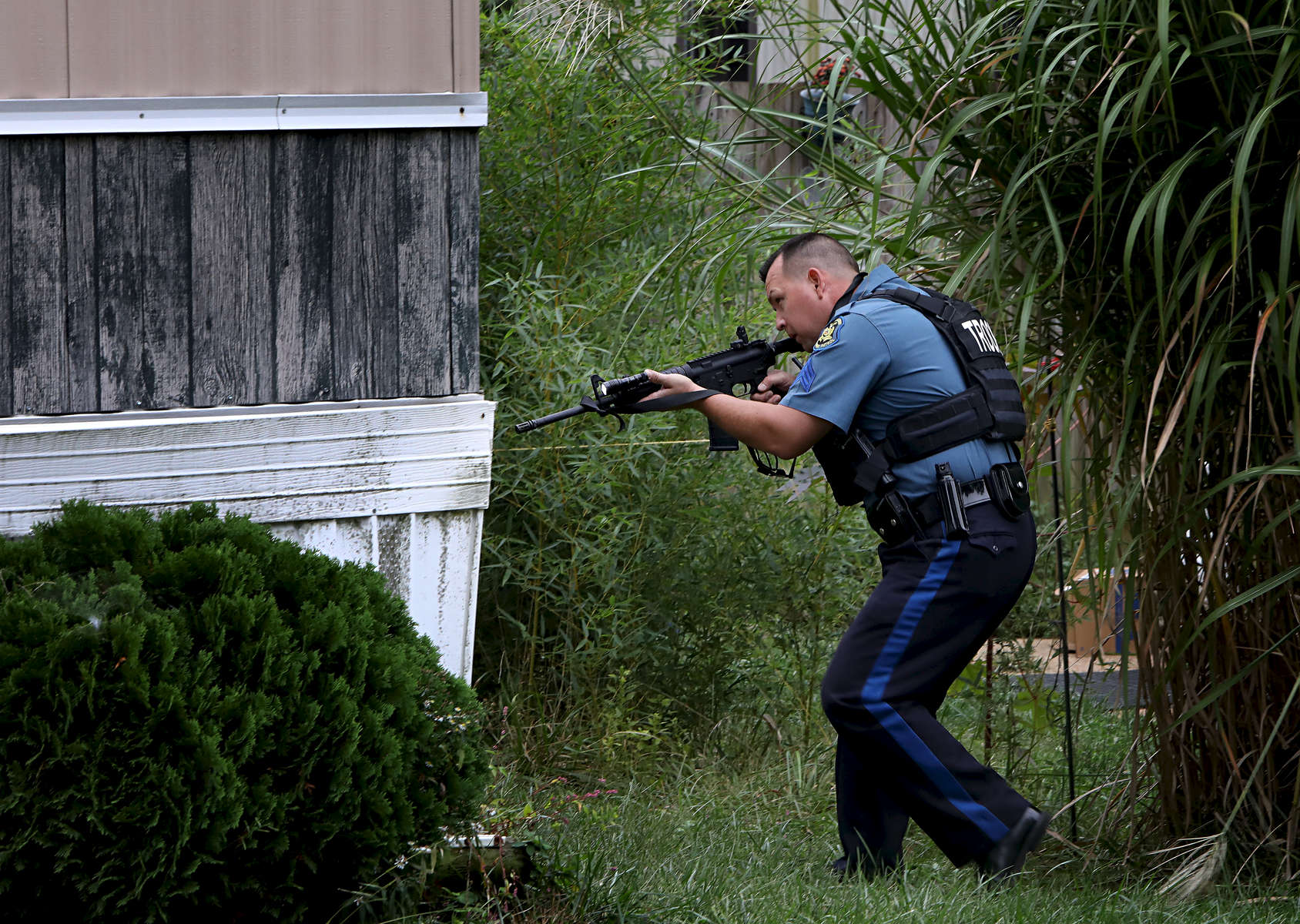 A Missouri State Trooper searches for suspects wanted in connection with a homicide in an area off of Golden Oak Drive in Fenton on Wednesday, Oct. 11, 2017.Photo by David Carson, dcarson@post-dispatch.com