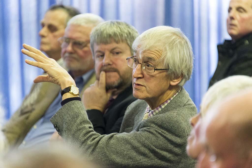 GeorgeMonbiot_discussionwith_Cumbriancommoners_3999s