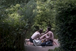 street_London_pondcouple_4705s