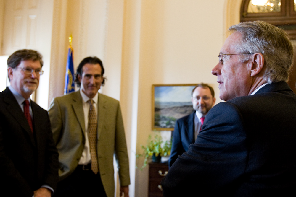 Recent U.S. winners of the Nobel Prize meet with Senate Majority Leader Harry Reid (D-NV).