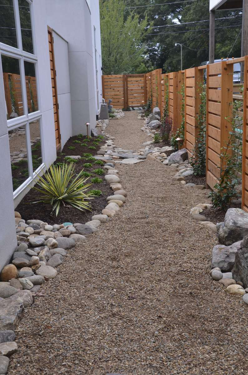 Cotswold-landscape-design-with-gravel-path-details