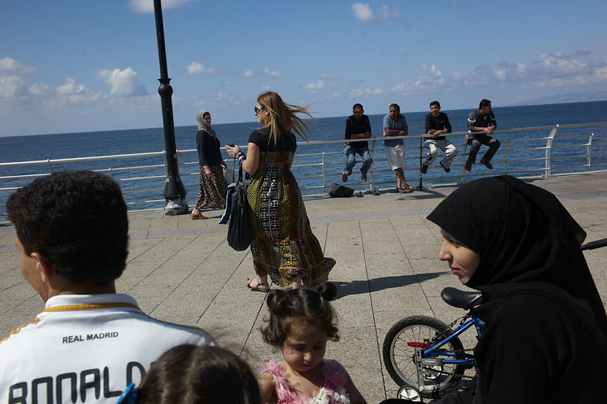 Beirut__Corniche_four_people__young_woman__old_woman