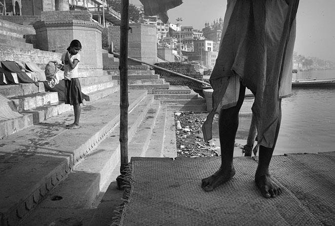 Girl_and_legs_of_a_man_Varanasi_8