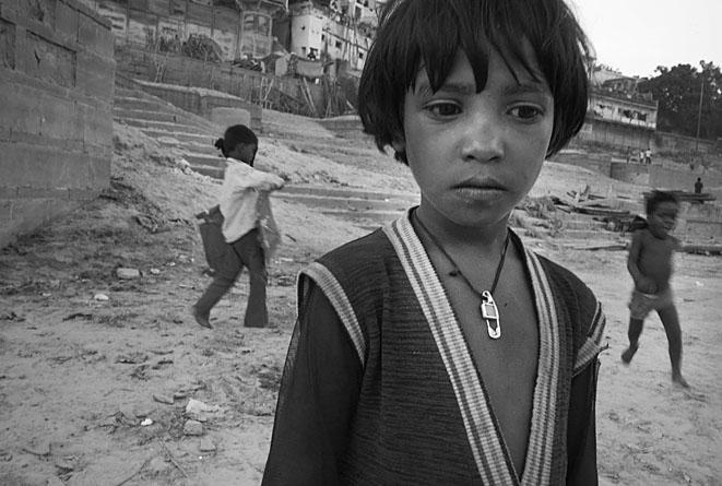 Girl_close_up_Varanasi_8