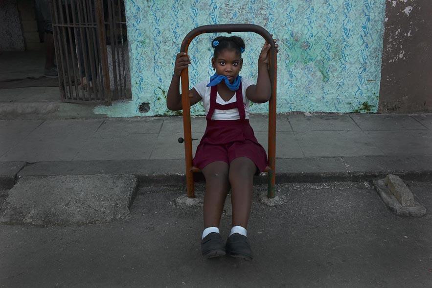 Habana_black_girls_bitting_foulard_for_web