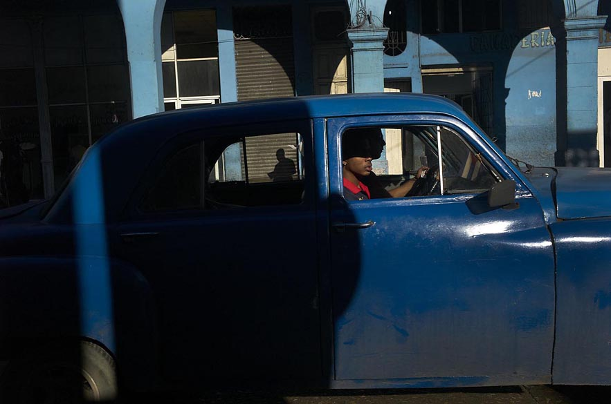 Habana_blue_car_high_lights_with_shadow_of_a_man_for_web
