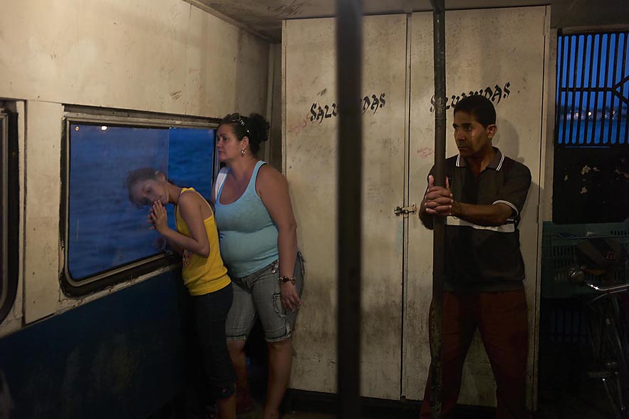 Habana_ferry_little_girls_with_head_outside_for_web