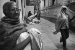 Old_lady_and_child_varanasi_8