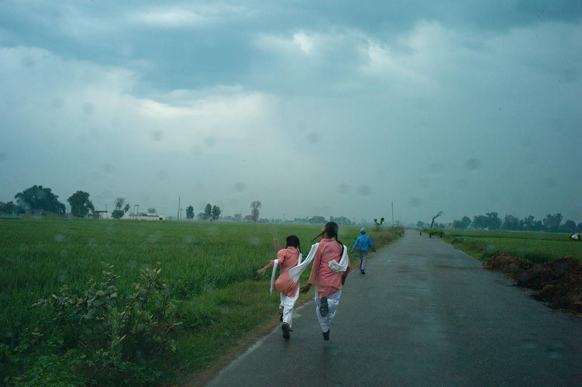Punjab-L1365901-nenas-corriendo-1200