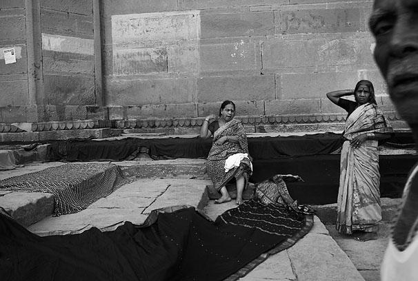 Varanasi_ladies_and_man_close_up_8