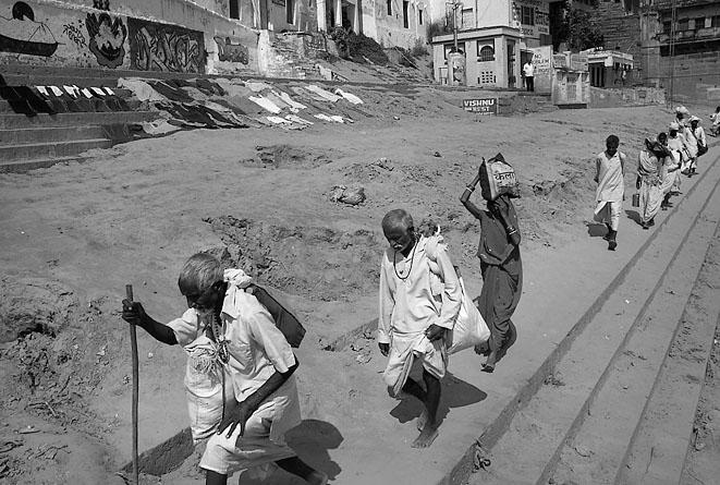Varanasi_men_in_white_8