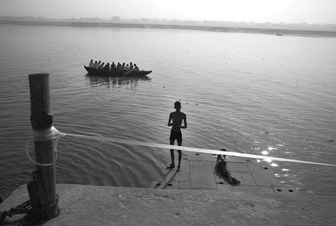Varanasi_river_with_two_men_8