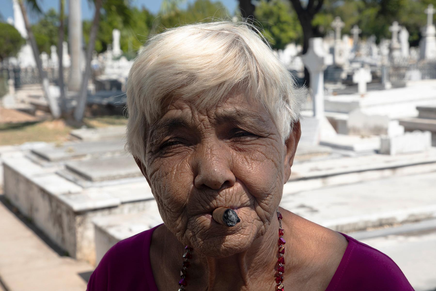 c-Sarah_Hoskins_-cuba_-cigars_-women