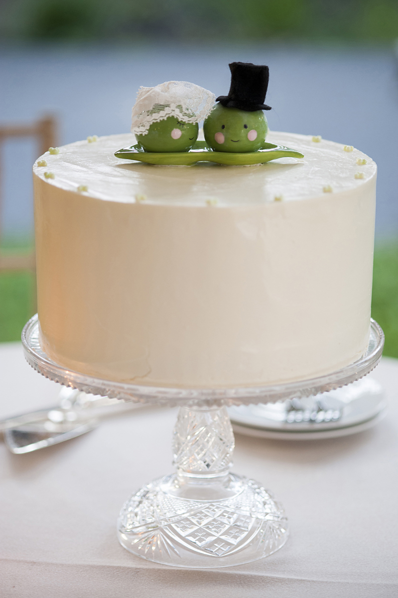 2 peas in a pod wedding cake topper at wedding at Queens Botanical Gardens. NYC wedding photographers