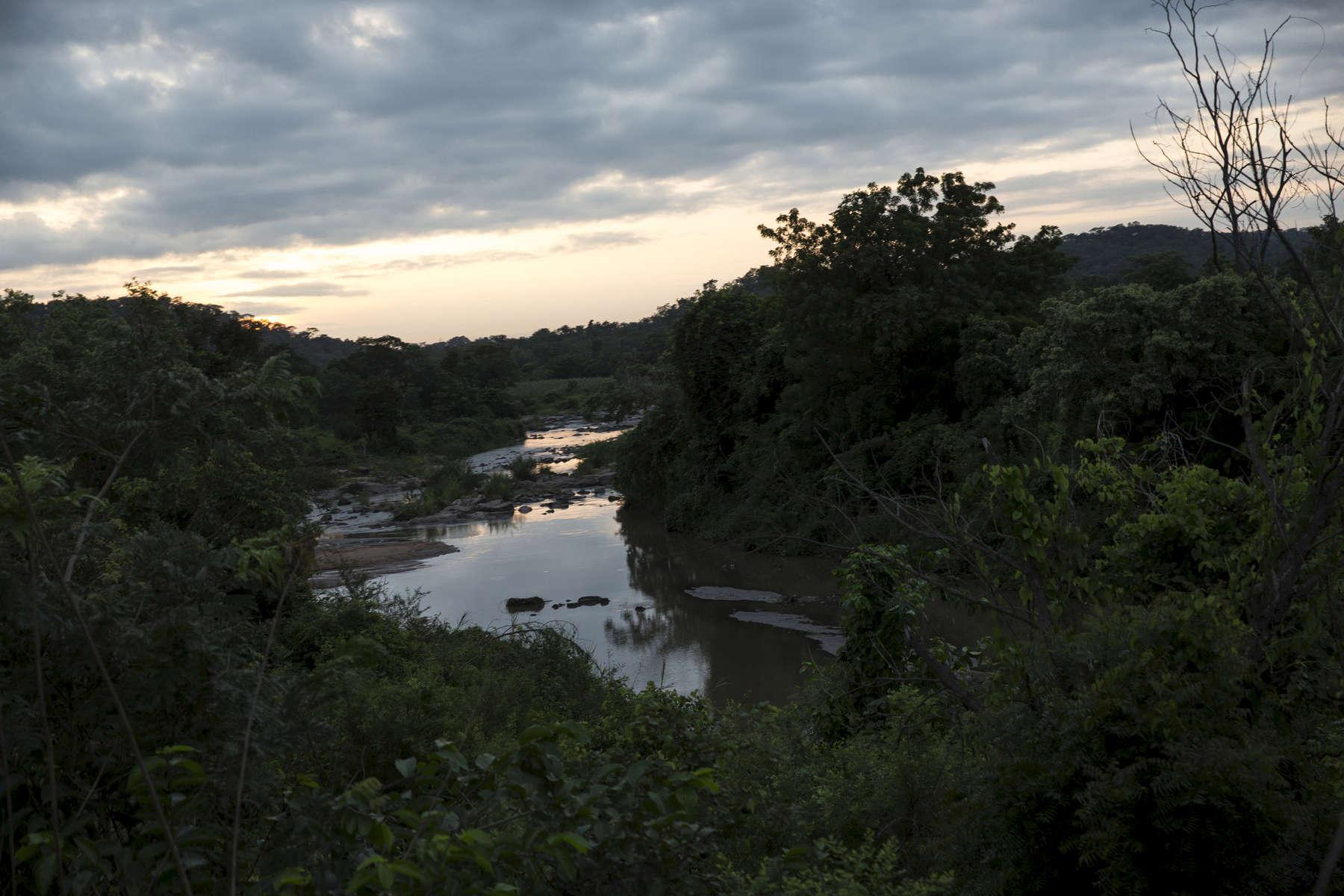 The train passes through central Nigeria around dawn.
