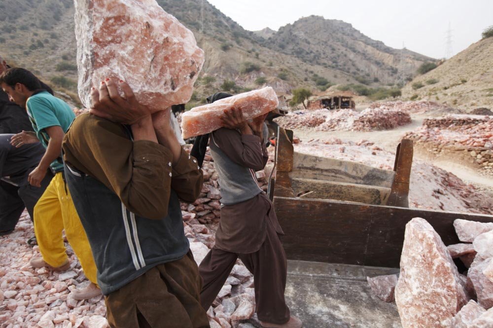 khewra singles Khewra salt range is situated in the foothills of the salt range it is located between longitudes 073 00, 269 e and latitudes 32 39, 034 n it is located between longitudes 073 00, 269 e and latitudes 32 39, 034 n.