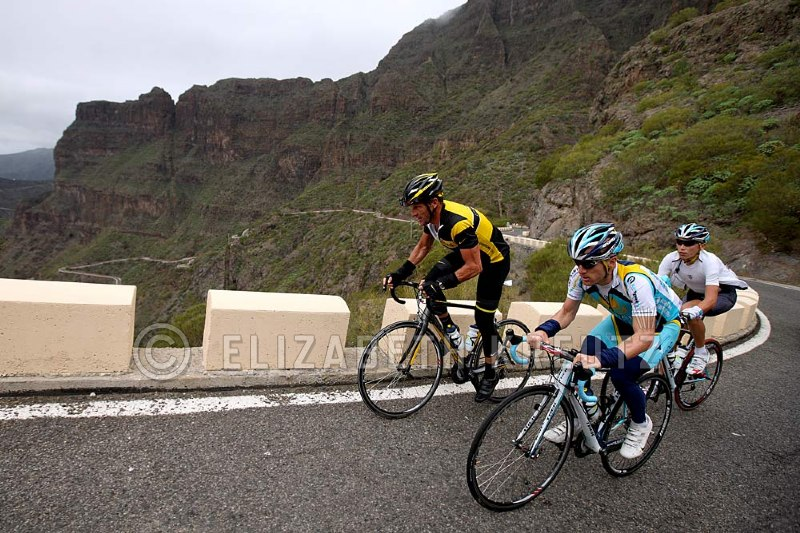 Lance, Levi and Jani still looking strong almost at the top of the climb.