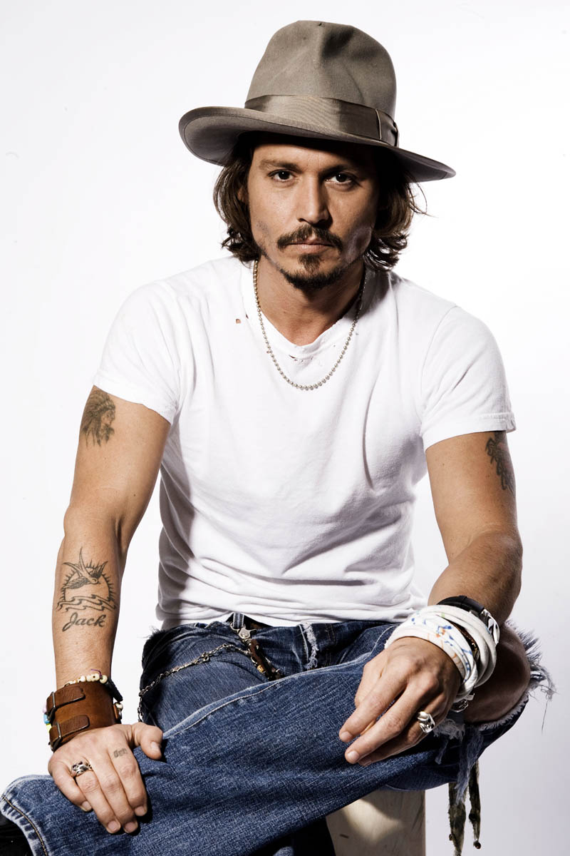Actor Johnny Depp poses for a portrait in Beverly Hills, Calif., on Thursday, June 22, 2006.  (AP Photo/Matt Sayles)