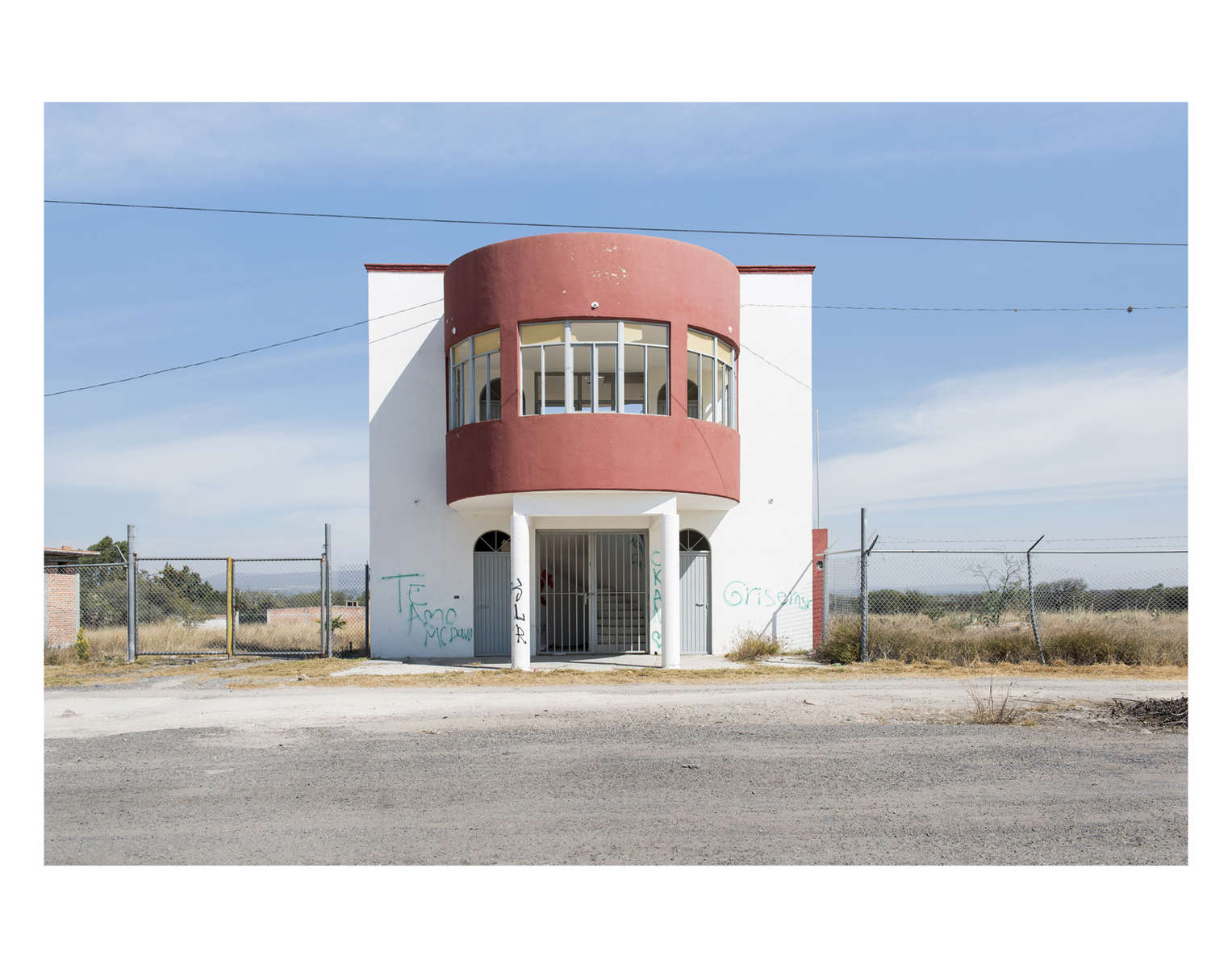 Arquitectura Libre / Free Architecture, roadside structure between Zacatecas and Queretaro. Mexico