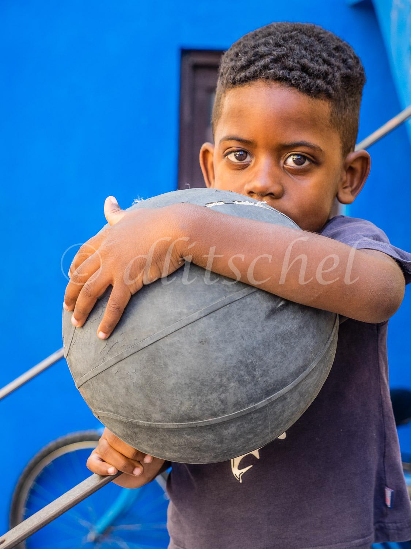 boy_ball-3050501