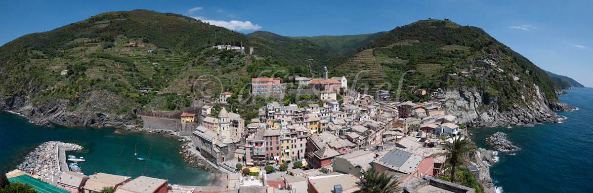 Panoramic view of the harbor and the town of Vernazza, Cinque Terre, Italy. One of the five villages on the Italian Riviera that comprise the area known as Cinque Terre.