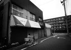 One of closed store blocks nearby the Hanahata Danchi. One after another, shops have started to disappear from the Hanahata Danchi district since it stopped accepting new residential applicants 10 years ago.                                                        2009/05/16