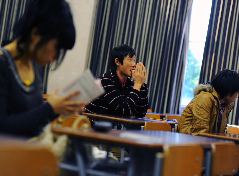 Li Chuan-hua  keeps his mind on the coming Japanese Language Proficiency Test for Level 1 at Mie University in December 2010. The test takes about 4 hours.