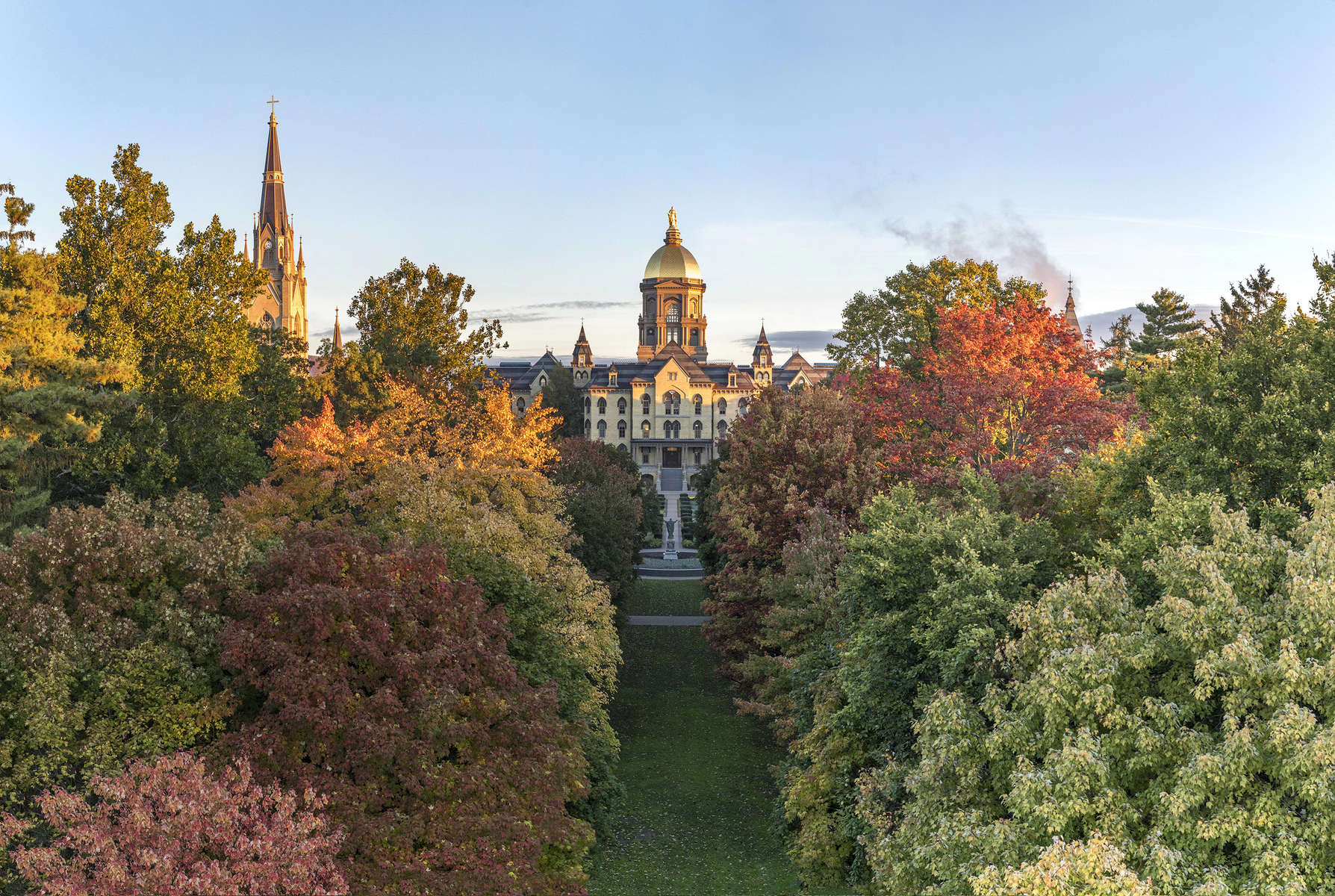 October 22, 2018; Main Building at sunrise of 2018 fall. (Photo by Barbara Johnston/University of Notre Dame)
