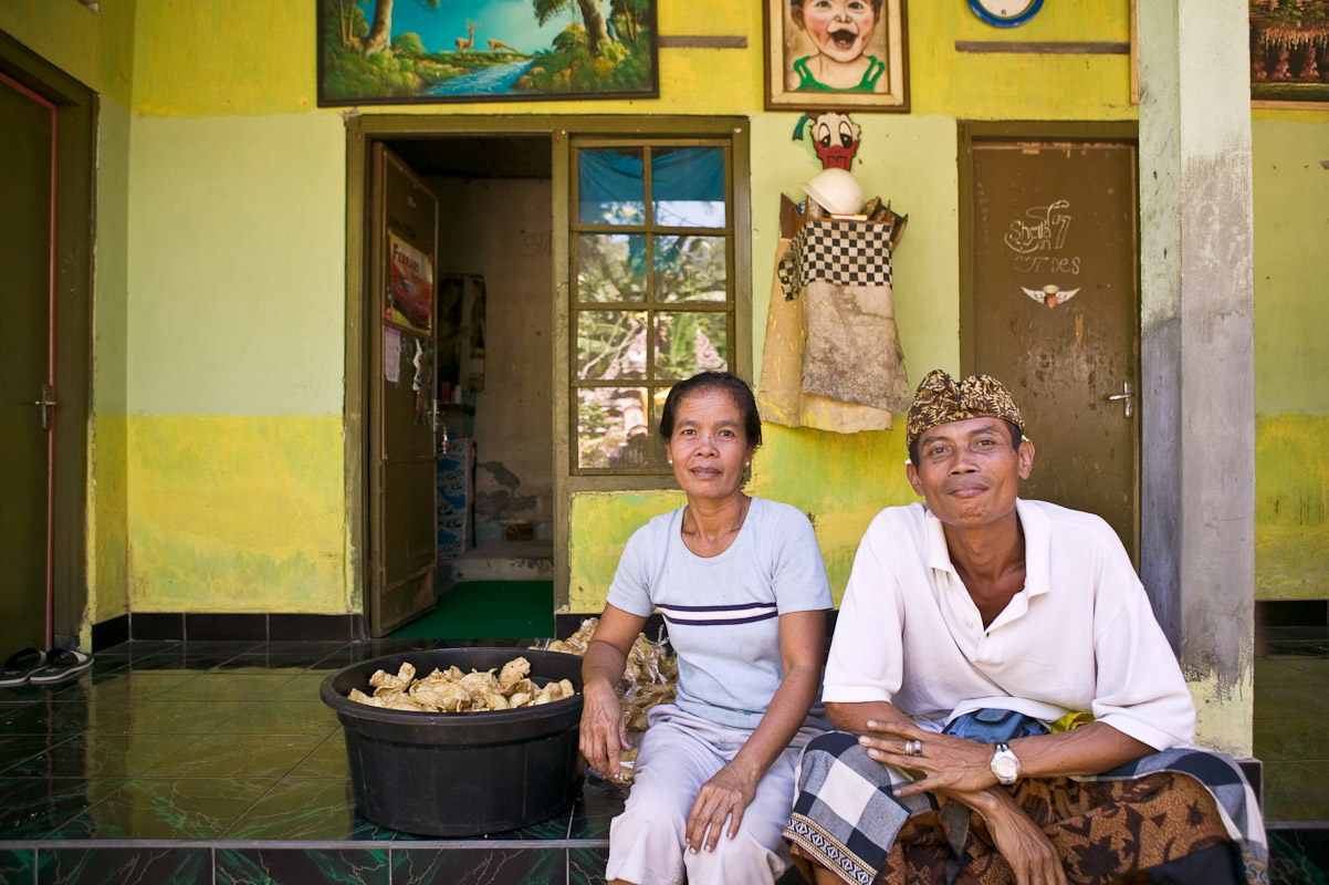 This couple lives near the Pura Penataran Sasih temple. Photo by Jay Graham