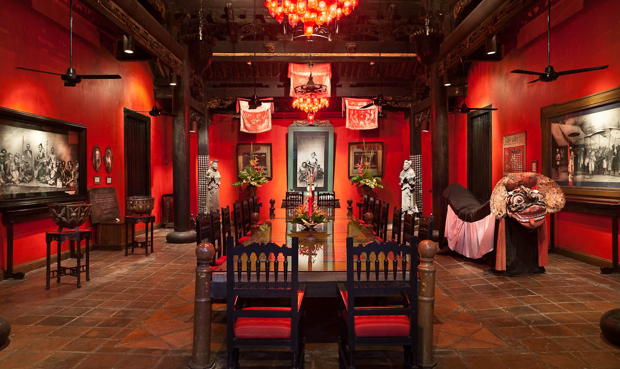 The red, 300-year old Kang Xi period temple. Hotel Tugu Bali was built upon a passion for the romantic beauty of the art, history and culture of the islands of Java and Bali. A vast collection of priceless Indonesian antiques and artworks adorned the many faces of the hotel, blending pure tropical luxury with an out-of-the-ordinary ambience. Photo by Jay Graham for Gathering Places.