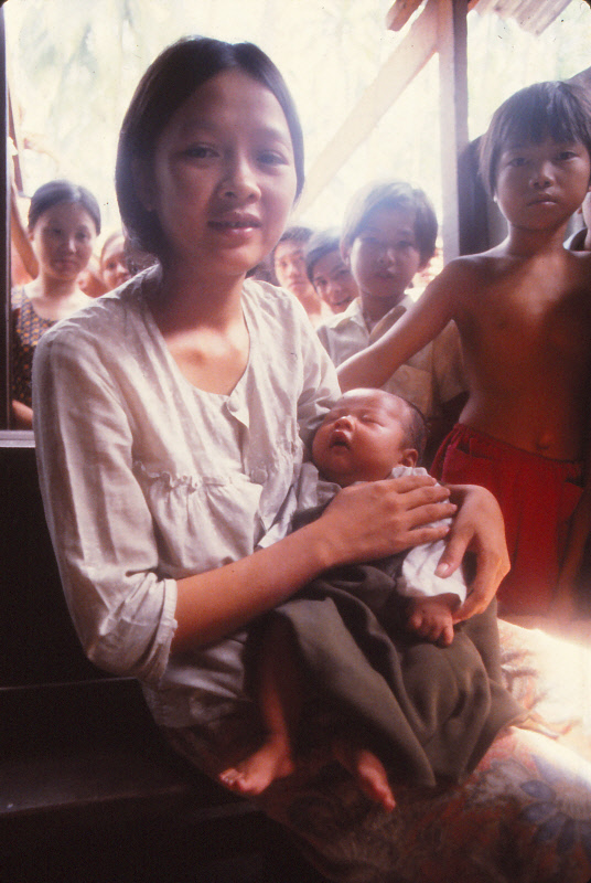 VIETNAMESE-BOAT-PEOPLE_0001
