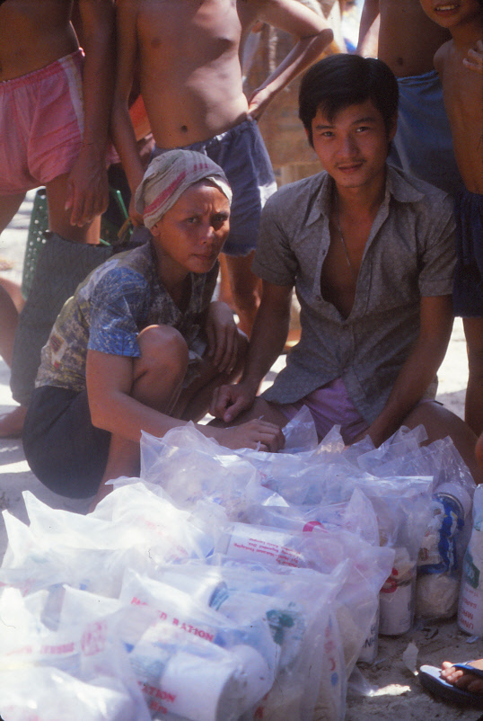 VIETNAMESE-BOAT-PEOPLE_0017