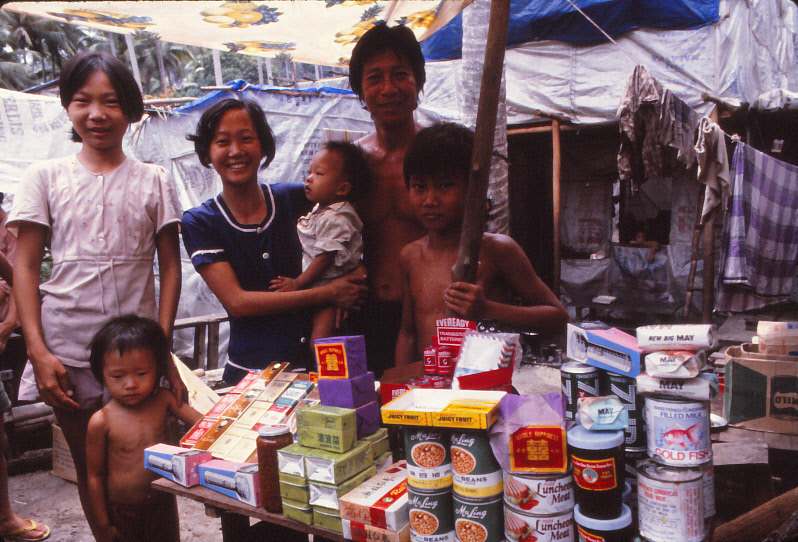 VIETNAMESE-BOAT-PEOPLE_0023