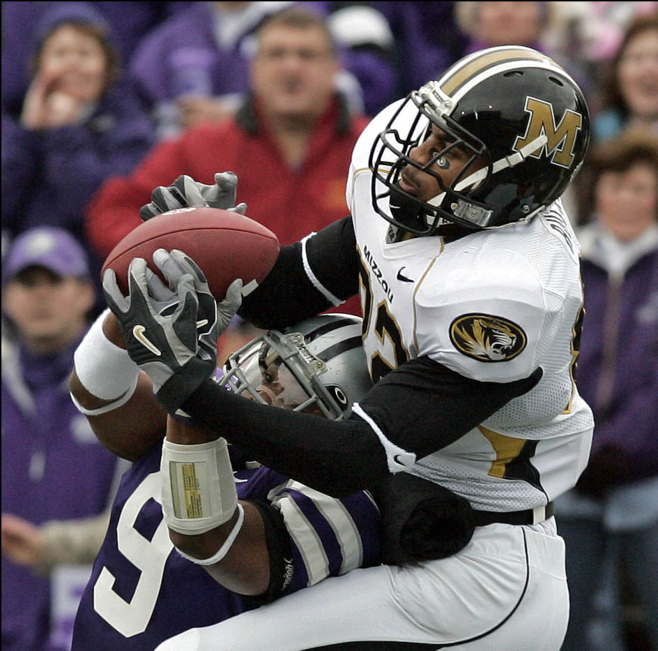 Martin Rucker (top right) of Missouri makes a touchdown reception against Kyle Williams of Kansas State.