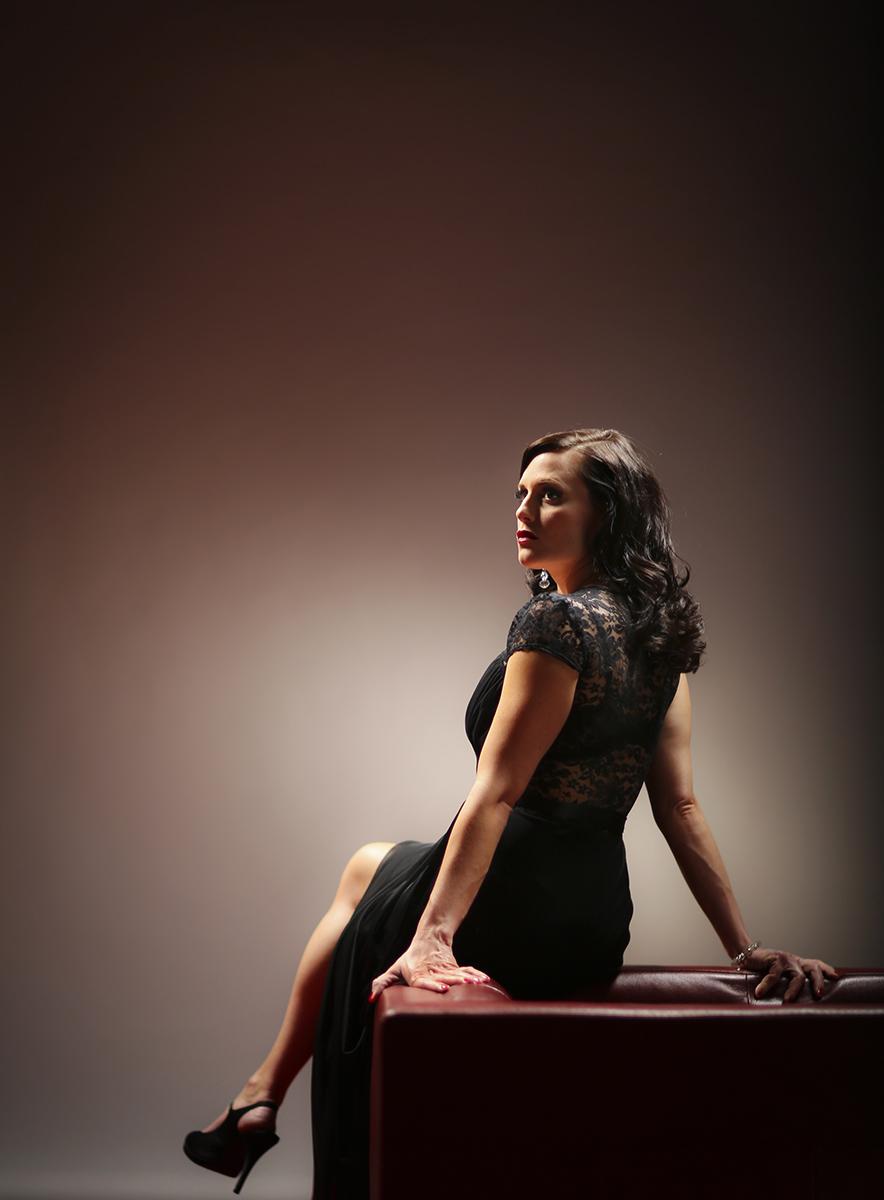 Portrait of performing singer Lauren Braton.