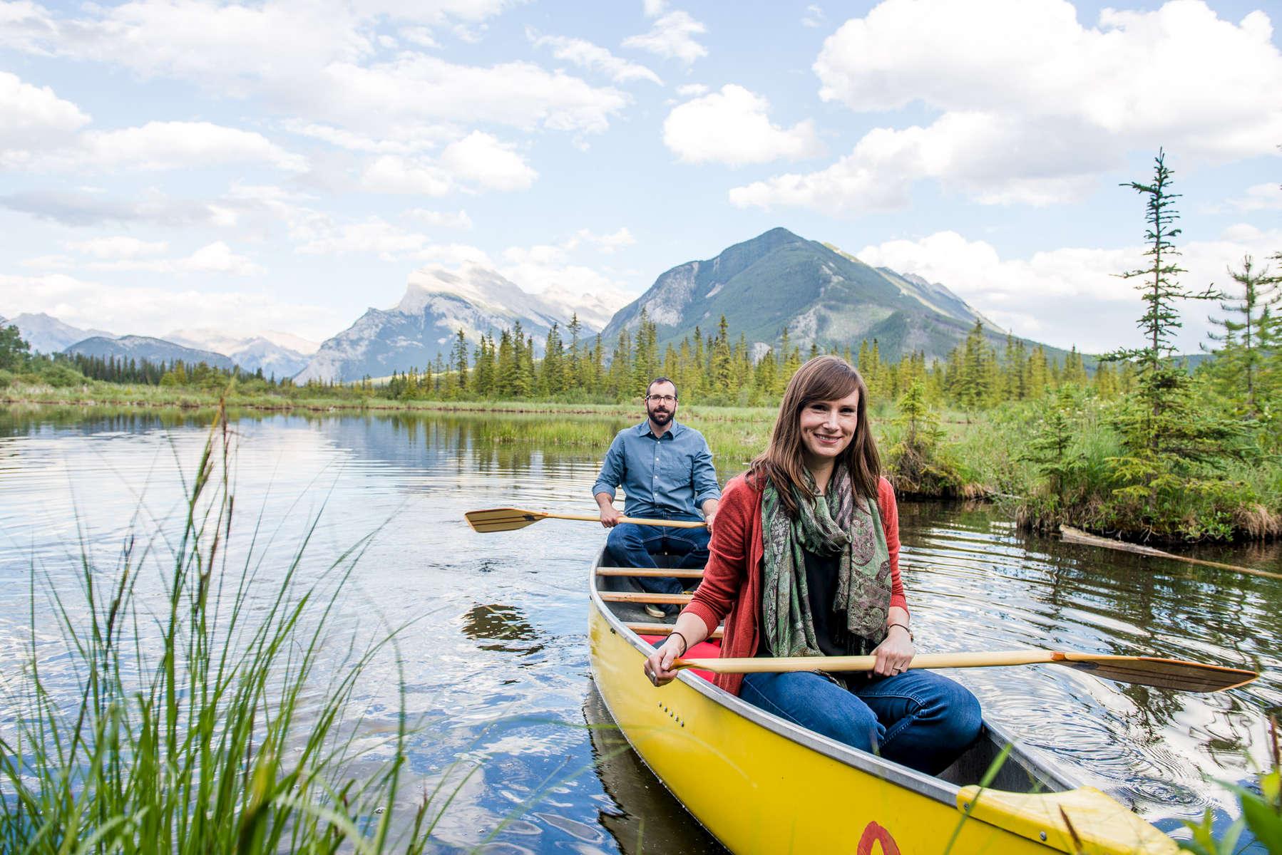 Banff-Engagement-Session-Canoe-045