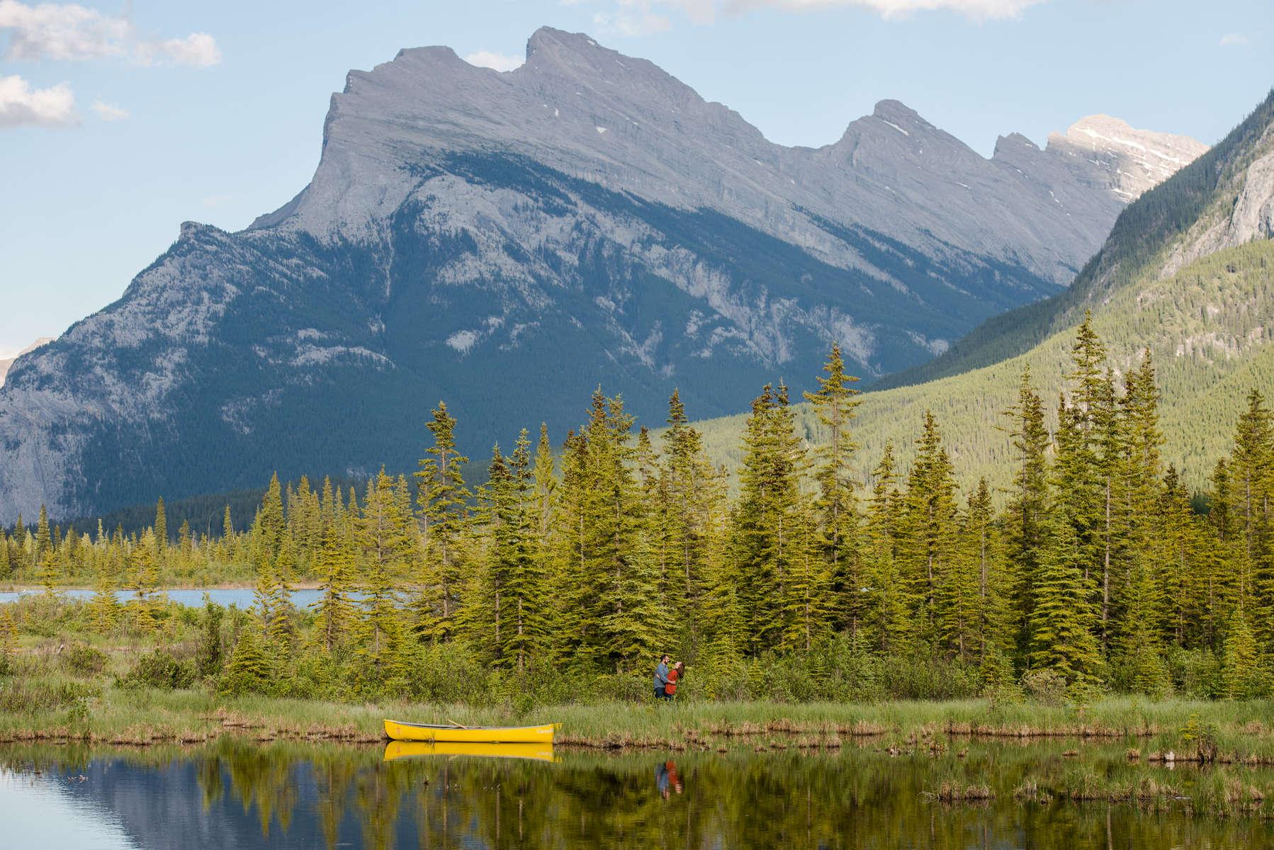 Banff-Engagement-Session-Canoe-070