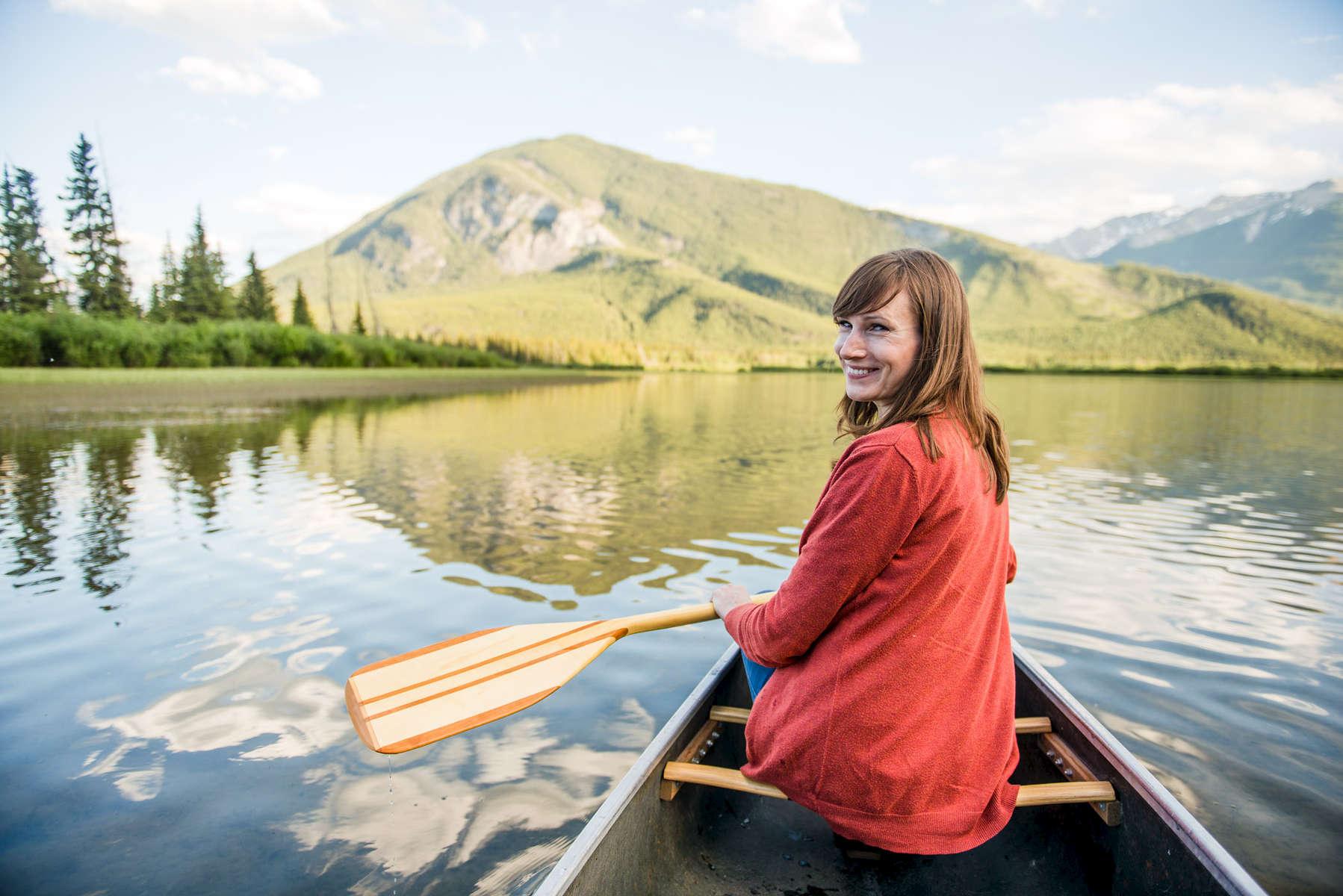 Banff-Engagement-Session-Canoe-082