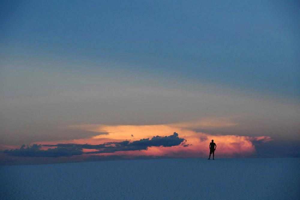 A visitor explores White Sands National Monument on Monday September 05, 2016 in Alamogordo, NM. (Photo by Matt McClain/ The Washington Post)
