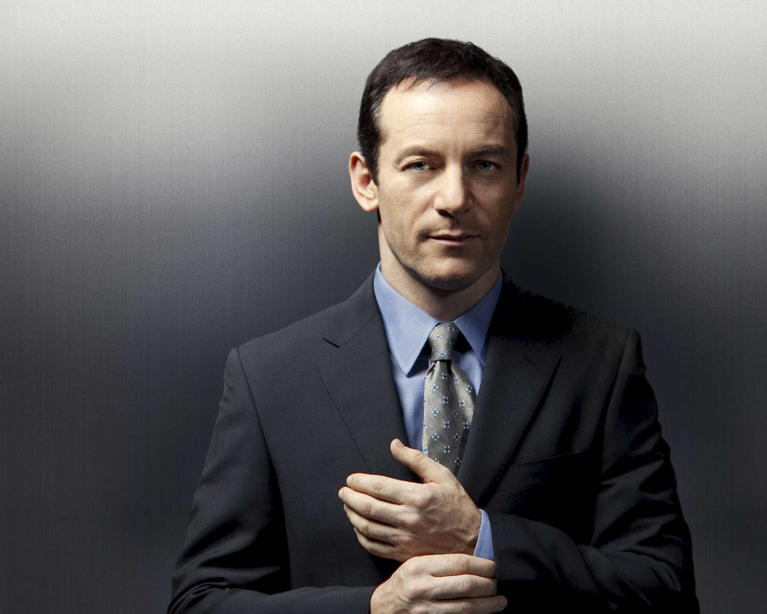 PLEADING GUILTY:  Mack Malloy (Jason Isaacs), a partner at a prestegious Chicago law firm has spent the last decade navigating the corpoate legal world and is now about to embark on a new way of finding justice for his clients in the new one-hour drama PLEADING GUILTY airing this fall on FOX.  ©2010 Fox Broadcasting Co.  Cr:  Jeffery Garland/FOX