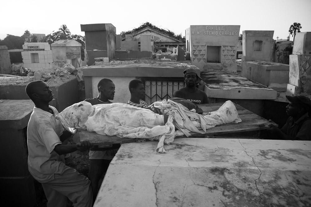 Levitch_20100118_Haiti-earthquake_385