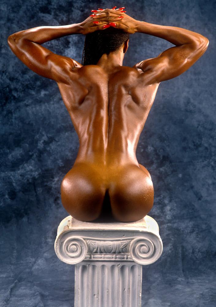 Sha-Ri_Pendleton-pedestal