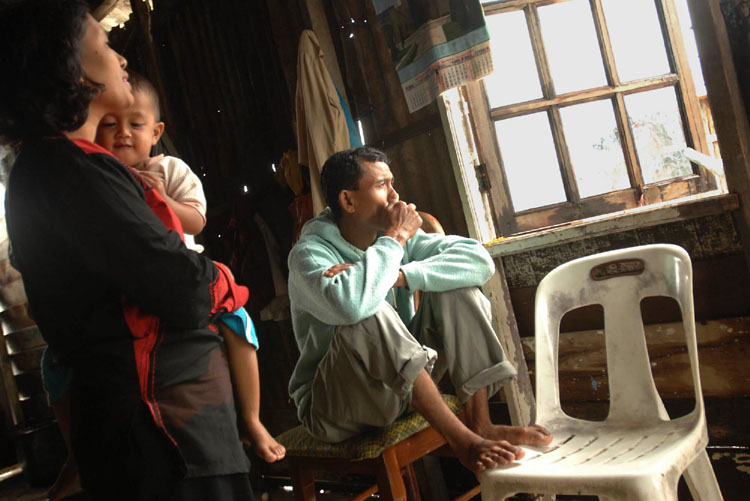 Alamsyah sits and thinks about his lost children while Juriah holds Reza. Alamsyah and Juriah are busy constantly but there are times when they sit and are reflective of the past.
