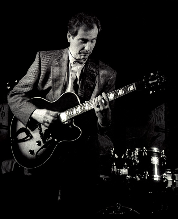 © Bob Barry 1999                                            JOHN PISANO JAZZ GUITAR FESTIVAL / THE BONIVENTURE HOTEL