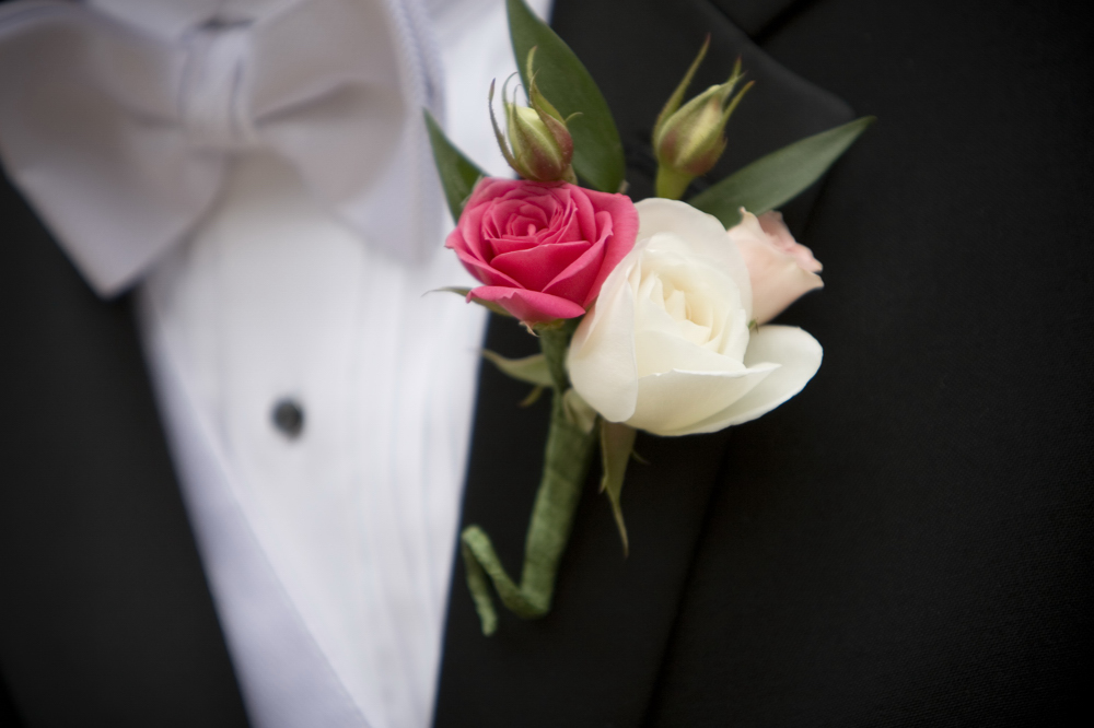 Spray_rose_boutonniere