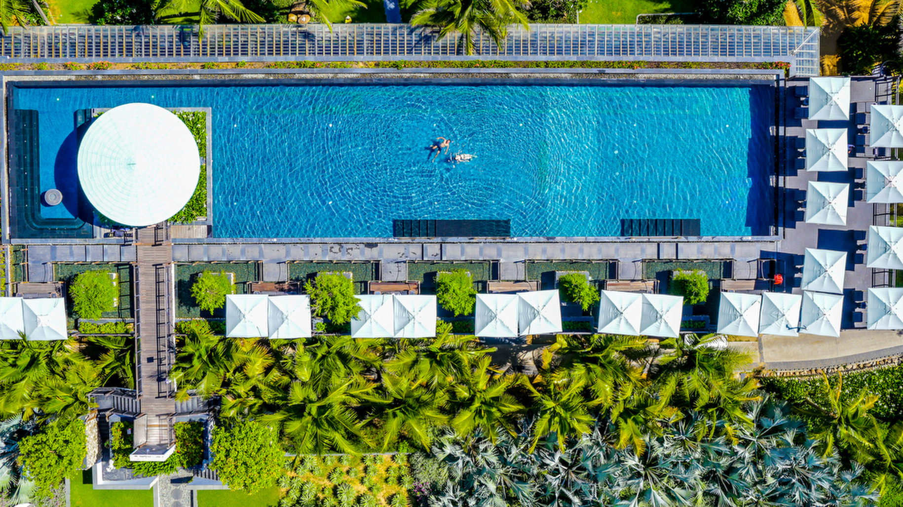 Intercontinental-Sun-Peninsula-long-pool