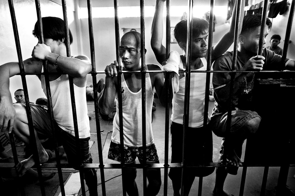 MANILA, PHILIPPINES - JAN 29: Visiting prisoners in the jail at Pasig City Police Headquarters January 29, 2010.