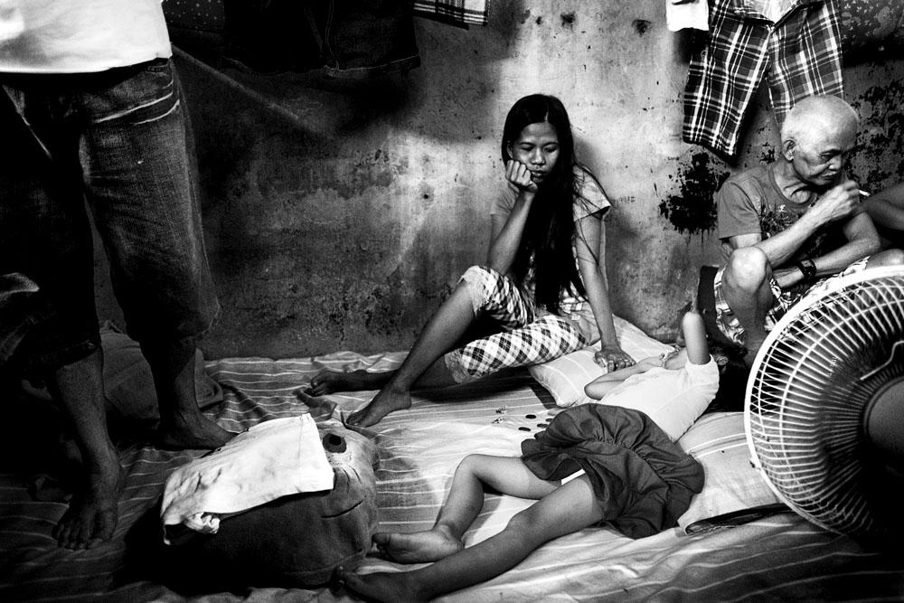 MANILA, PHILIPPINES - JAN 31: Visiting prisoners at Taguig City Police  Headquarters Jan 31, 2010.